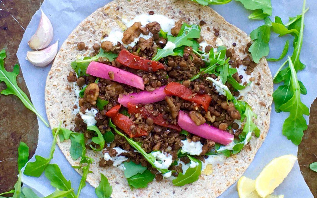 Wrap méditerranéen aux lentilles, noix et yogourt épicé
