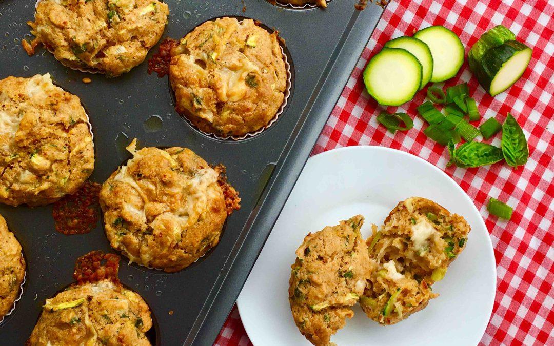 Muffins salés au cheddar, courgette et tomates séchées