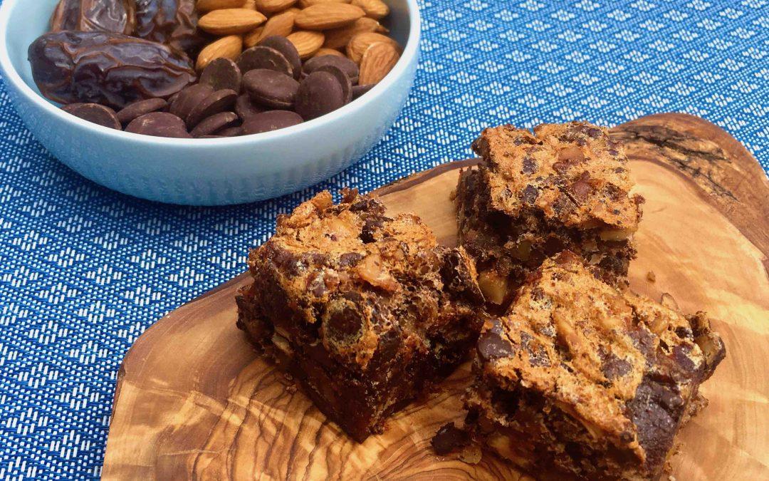 Carrés au chocolat, pacanes, canneberges et dattes